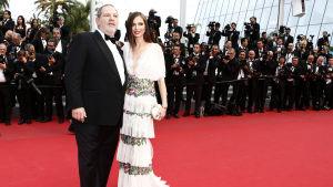 Harvey Weinstein  deltog i filmfestivalen i Cannes år 2015 tillsammans med sin fru Georgina Chapman