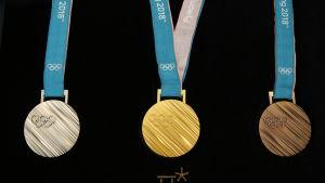 Vinterns OS-medaljer: silver, guld och brons.