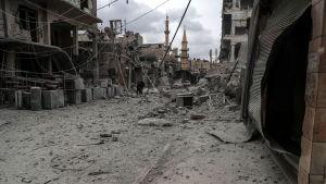 400 000 instängda civila i Ghouta hoppas på snabb hjälp häjlp från omvärlden. Läget är värst i staden Douma, som ligger nära frontlinjen