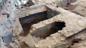 Källarvalv har grävts fram i Katedralskolans gymnastiksal