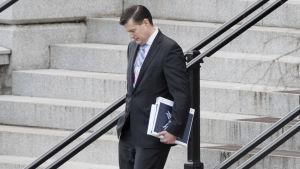 Hicks pojkvän, Vita husets stabssekreterare Rob Porter var tvungen att avgå efter avslöjanden om att hade misshandlat sina ex-fruar