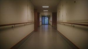 tyhjä pitkä käytävä