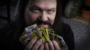 Petri Hiltunen on kerännyt kaikki Tex Willer keräilykortit.