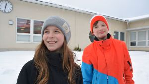 Laura Lillas och Melker Wikblom går på femte klass i Normens skola i Nykarleby.