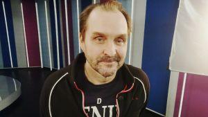 Elokuvaohjaaja Arto Halonen Puoli seitsemän -ohjelmassa