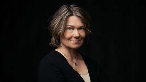 Profiilikuva MOT:n toimittajasta Kirsi Skönistä.
