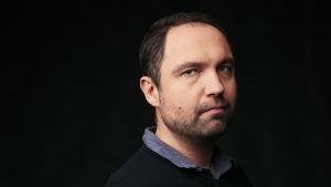 Profiilikuva MOT:n toimittajasta Jyri Hännisestä.