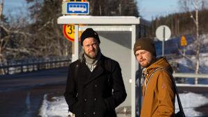 bild på två män