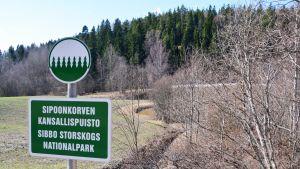 Skylt på Sibbo storskogs nationalpark