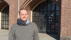 Robin Nyman vid gamla brandstationen i Jakobstad