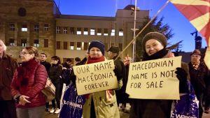 Demonstration i Zena Borac-parken i Skopje, Makedonien mot en kompromiss i namntvisten med Grekland.
