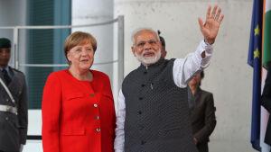 Tysklands förbundskansler Angela Merkel och Indiens premiärminister Narendra Modi i Berlin på fredagen 20.4.