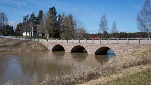 bild på en bro