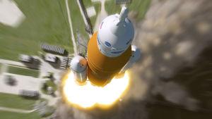 Konstnärens tolkning av Orionkapseln och den nya SLS-raketen som lyfter.