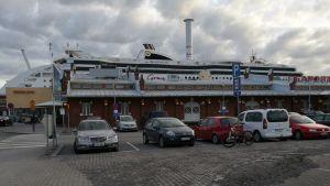 Viking Lines kryssningsfartyg M/S Grace i Åbo hamn.