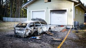 Sönderbränd bil