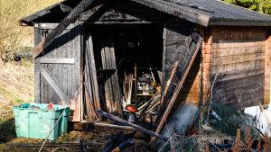 Brandskadat uthus