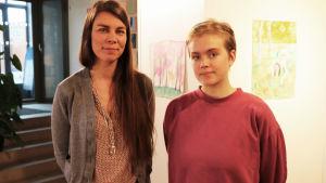 Mentorn Linda Granfors och adepten Julia Masalin på Luckan.