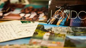 Postikortteja matkoilta.