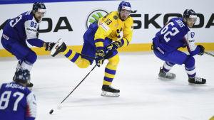 Mika Zibanejad spelar ishockey för Sverige.