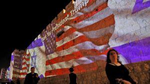 Tack president Trump är budskapet på murarna i Jerusalem