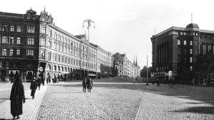 Det gamla torget på 1900-talet, då täckt med kullersten.