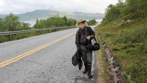 Dokumenttielokuva kertoo nuoresta miehestä, joka on kasvanut aikuiseksi sudenkorentojen kanssa.