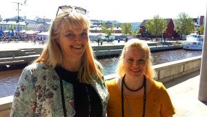 Tanja Nyman och Anu Huusko, aktiva inom SFP i Uleåborg.