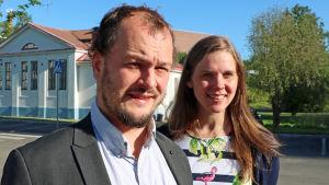 Axel Aminoff och Amanda Audas-Kass poserar.