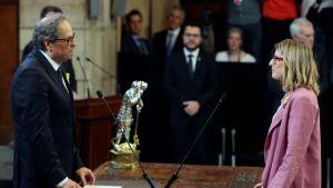Kataloniens nya regionpresident Quim Torra(till vänster) svor in sin regering i Barcelona