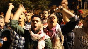 Tusentals demonstranter protesterade mot höjda skatter och prisförhöjningar över hela Jordanien