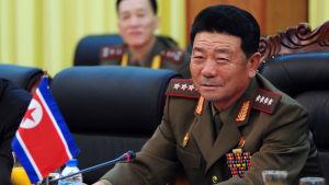 Nordkoreas försvarsminister Pak Yong-Sik har avskedats, men orsaken är tills vidare oklar
