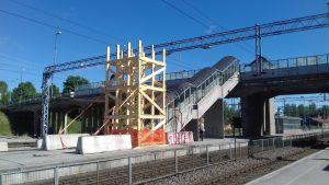 Ställningar vid bygget av Karis järnvägsbro.