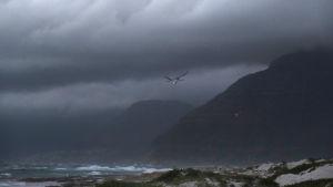 Mörka moln är välkomna då de för med sig regn till Kapstaden. Bilden tagen den 31 maj 2018 då en kallfront var på väg mot Kapstaden.