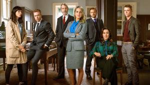 Uusi irlantilaissarja kertoo nuoresta asianajajasta Tarasta, jonka ura ja elämä hajoavat hetkessä pirstaleiksi.