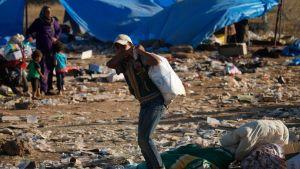 Syriska flyktingar från Daraaprovinsen intill den jordanska gränsen den 2 juli.