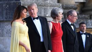 Paret May välkomnade paret Trump till en middag på slottet Blenheim Palace, i Oxfordshire, på torsdag kväll.