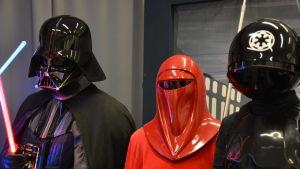 Tre Star Wars-figurer under Finncon.