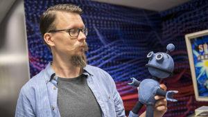 Aki Kekäläinen ja Voitto-robotti