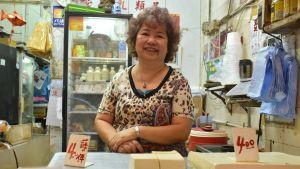 kvinna i butiken