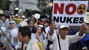 Invånare i Japan demonstrerar mot kärnkraft efter katastrofen i Fukushima.