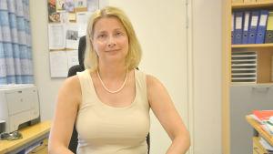 Ekonomi- och skuldrådgivare Marika Niittykoski i Vasa.