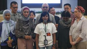 Offrens anhöriga höll en frustrerad presskonferens efter att ha fått ta del av rapporten i Kuala Lumpur