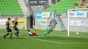 VPS släpper in ett mål mot FC Lahti.