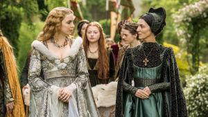Kahdeksanosainen näyttävä sarja Valkoinen prinsessa kuvaa Englannin myrskyistä historiaa 1400-luvulla.