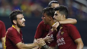 AS Roma firar mål.