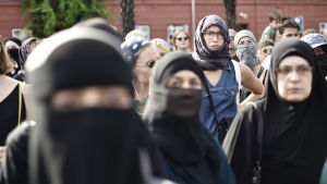 Kvinnor med ansiktsslöjor protesterade mot det danska burkaförbudet i Köpenhamn.