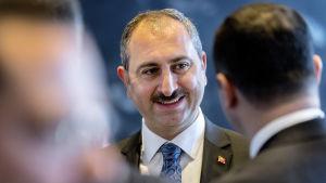 Justitieminister Abdulhamit Gül utsattes för sanktioner eftersom han anses ha spelat en central roll då Brunson greps och åtalades