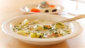 En tallrik med soppa