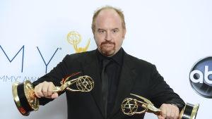 Komikern Louis CK efter vinst på Emmygalan 2012.